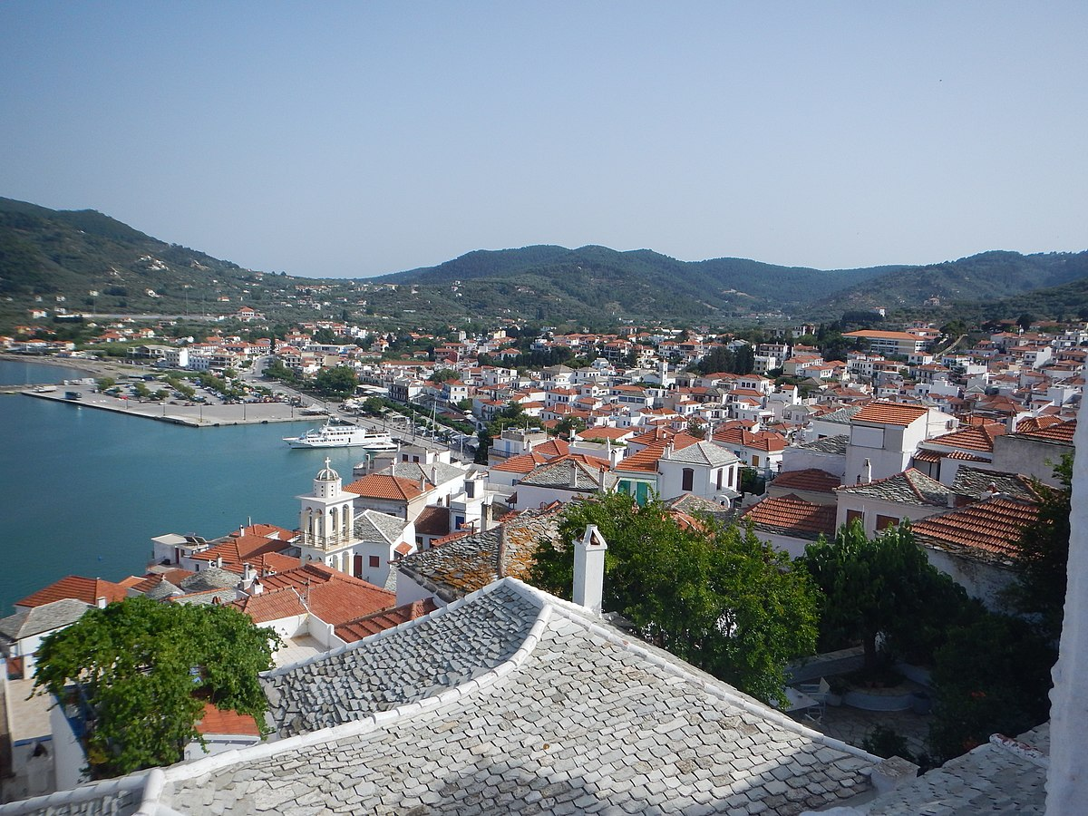 media/plg_solidres_experience/images/9908279ebbf1f9b250ba689db6a0222b/Skopelos/1200px-Panoramic_view_of_Skopelos_city.jpg